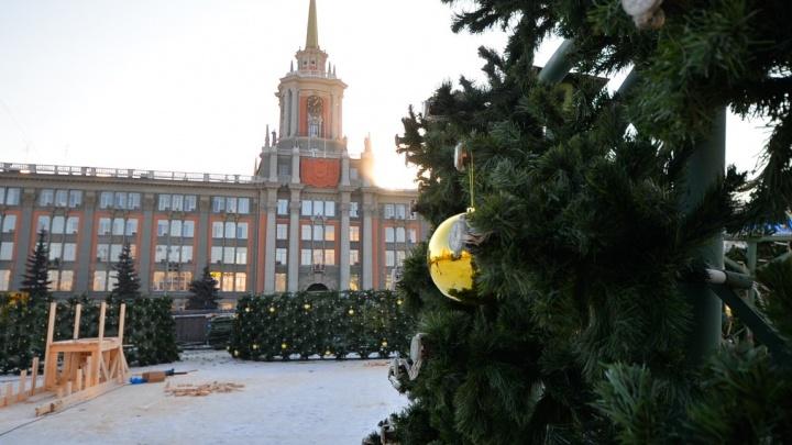 Новогоднюю ёлку на площади 1905 года украсят 400 золотых шаров