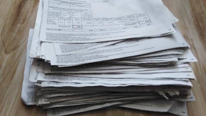 «Лежали пачкой на пустыре»: челябинцы нашли 25 писем и 400 квитанций ЖКХ, брошенных почтальоном