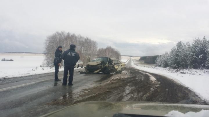 Лоб в лоб: на снежной трассе в Башкирии столкнулись Nexia и «двенашка»
