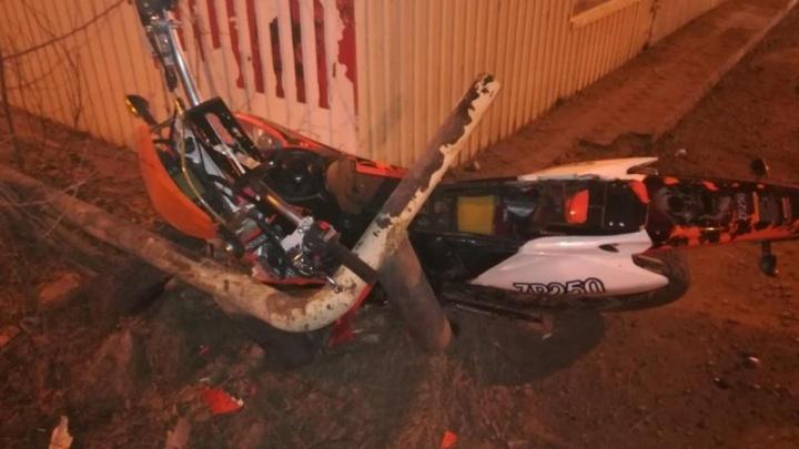 В Кунгуре мотоциклист врезался в автобусную остановку