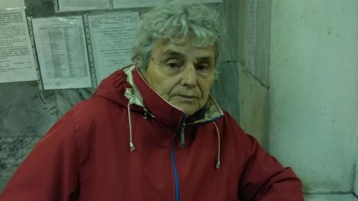 Бабушку, которую нашли на Полевском тракте, забрали из полиции родственники