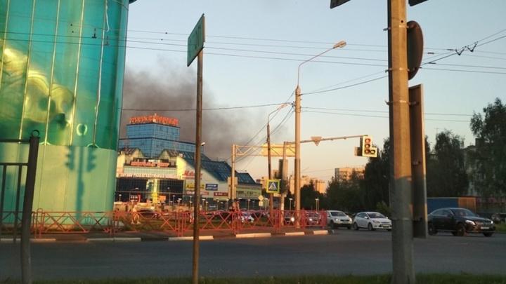 Дым над «Фараоном» напугал прохожих: что горело