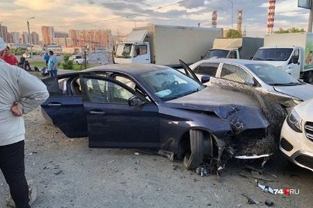 Авария произошла в районе Тополиной аллеи
