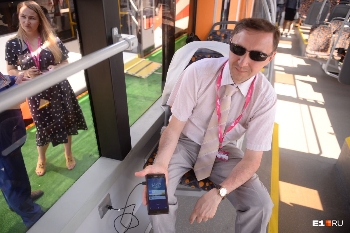 В новых вагонах можно заряжать смартфоны