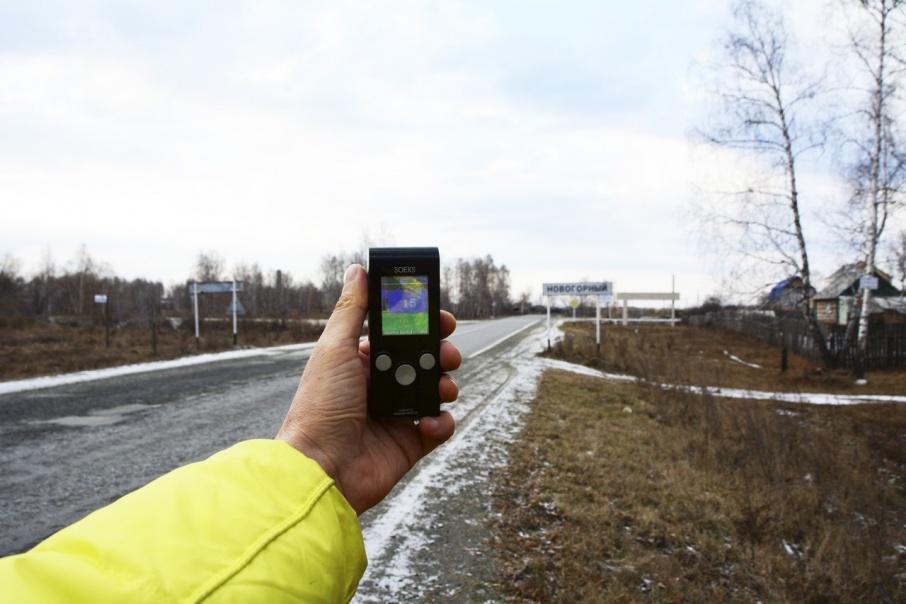 Осенью 2017 года мы проехались по населенным пунктам около Озёрска с простеньким индикатором радиоактивности: малые концентрации бета-излучателя рутения-106 он бы не уловил, но если бы выброс оказался столь масштабным, как прогнозировали французские СМИ, мы бы заметили гамма-активность от родия-106, продукта распада рутения-106. Фон везде был нормальным и даже ниже, чем в самом Челябинске