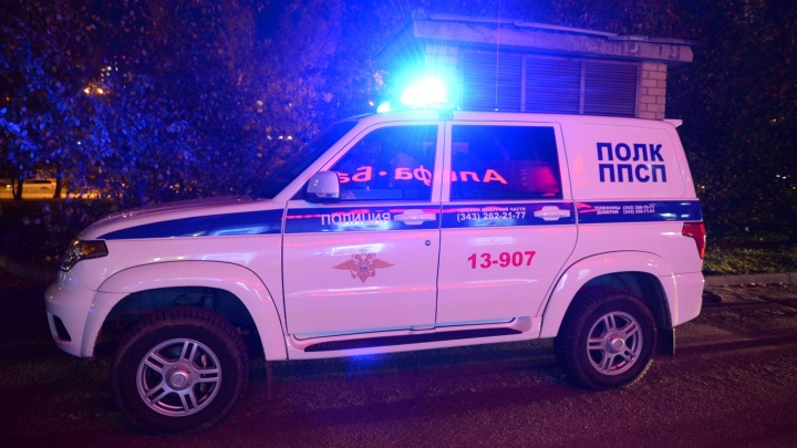 Украли 5 миллионов и ранили мужчину: на ВИЗе вооружённые люди ограбили посетителя банка