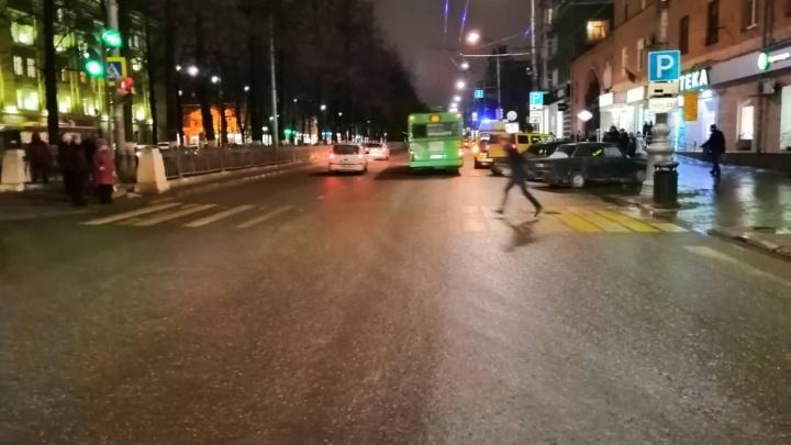 В центре Перми Hummer сбил пешехода на «зебре»