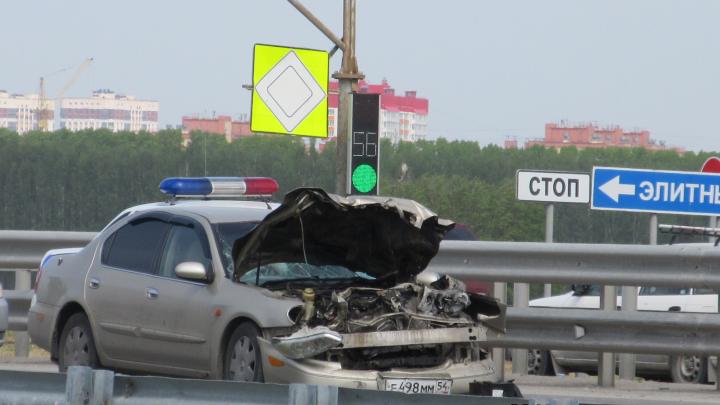 Nissan врезался в автомобиль дорожной службы на Советском шоссе