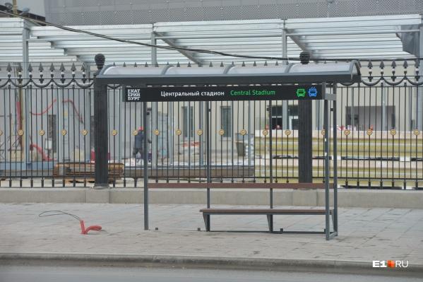 К единообразию в районе стадиона приводят не только ларьки, но и остановки