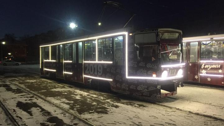 В Омске появились два трамвая со светодиодными фонариками