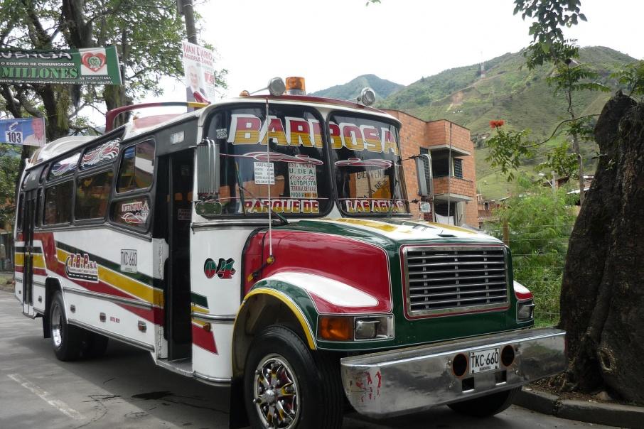 Колумбийцы предпочитают передвигаться на автобусах или велосипедах