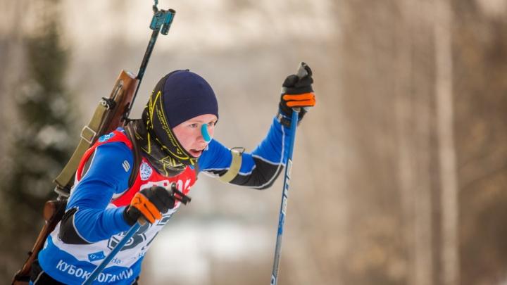 Сотни детей с винтовками пробежались на лыжах по лесу в Новосибирске
