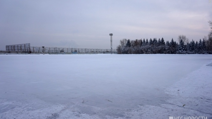 Вход на хоккейную коробку во дворе в Красноярске впервые сделали платным