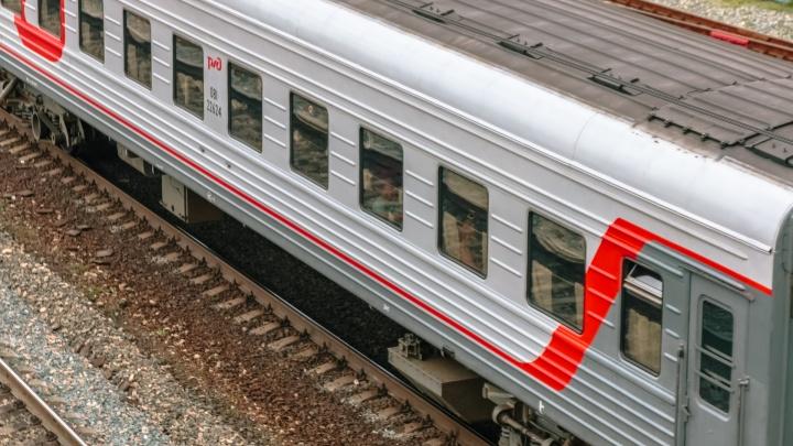 Решил проскочить перед электричкой: в Самаре поезд сбил пожилого мужчину