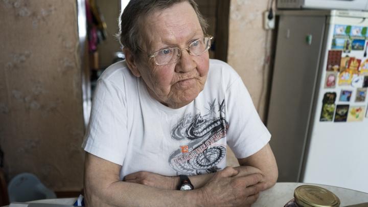 Дом блудной бабушки: E1.RU побывал в гостях у пенсионерки, которая жила в киоске на Птицефабрике