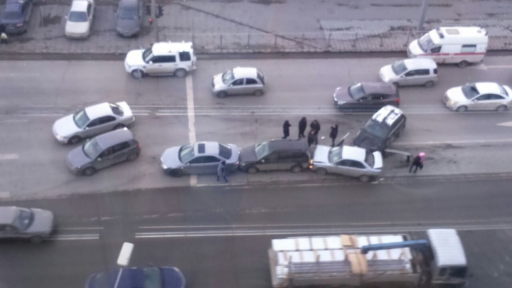 «Паровозик» из четырёх машин собрал пробку возле Речного вокзала