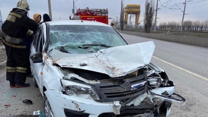«Уснул за рулем»: волгоградец попал в серьезную аварию на пустом мосту Волжской ГЭС