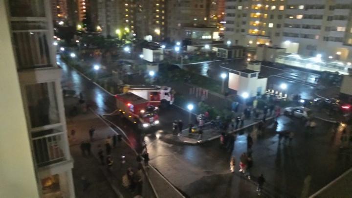 Посреди ночи эвакуировали подъезд многоэтажки: в районе Автовокзала в пожаре погиб мужчина