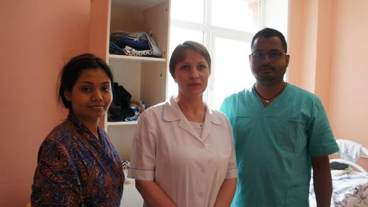«Готовили вегетарианскую еду»: как в 40-й больнице спасали индийцев, которых сняли с рейса в Сиэтл