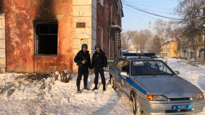Была угроза взрыва: сотрудники Росгвардии спасли из горящего дома десять южноуральцев