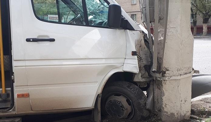 Стало известно точное количество пострадавших в утренней аварии с маршруткой в Волгограде