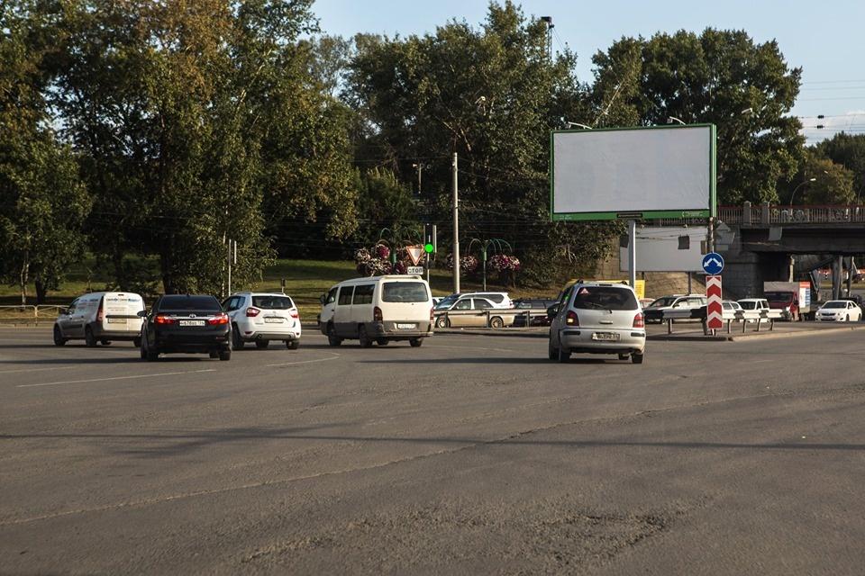 «Где дороги?»: как загибается площадь Труда и позорная улица возле самого элитного дома Новосибирска