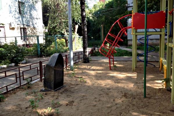 Надгробие установили в память о криминальном авторитете