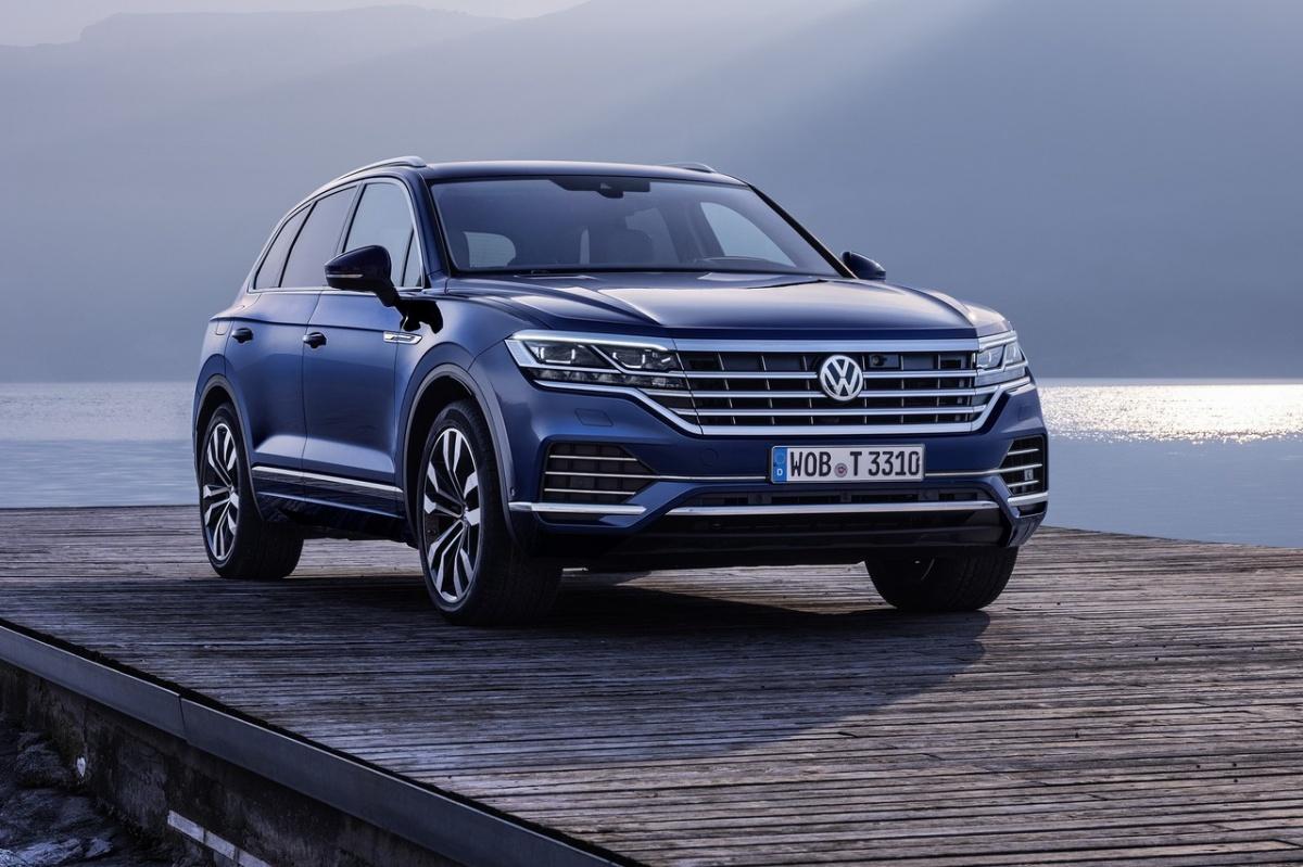 Новый Volkswagen Touareg делит платформу MLB с Audi Q7 и Porsche Cayenne, поэтому растерял часть внедорожного арсенала
