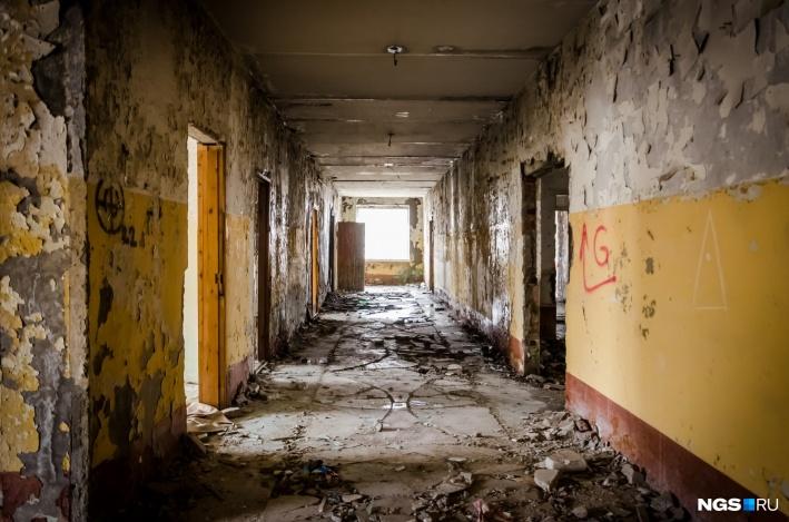 Остались только разбитые здания с голыми стенами