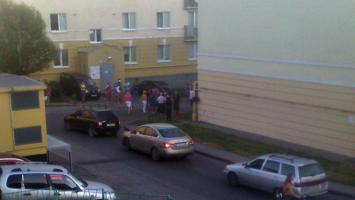 Жители Крутых Ключей хотят установить шлагбаум на въезд во двор