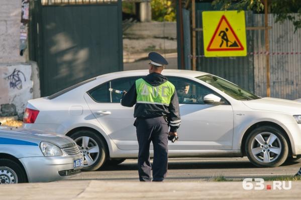 Камеры помогают инспекторам ДПС выписывать штрафы