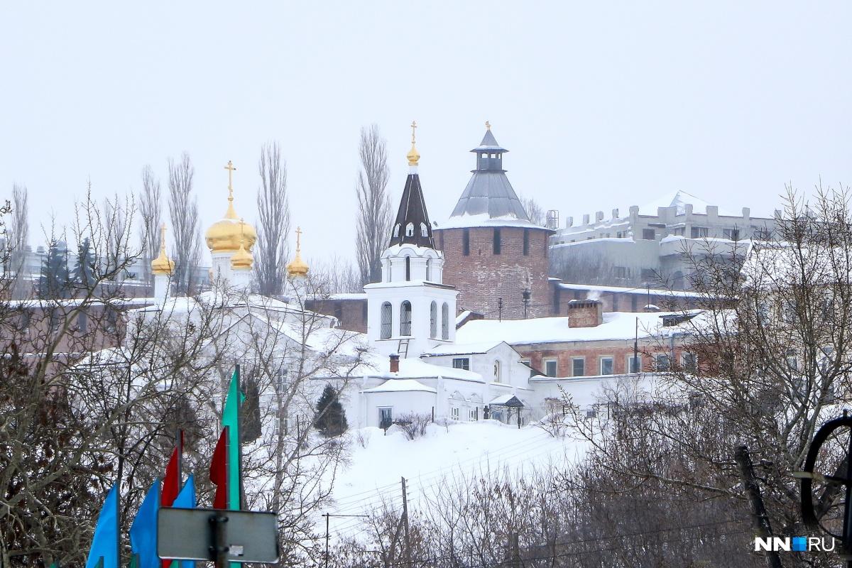 Фото дня. Нижегородские купола и крыши: смешение стилей и времен