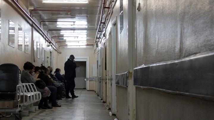 В областном Минздраве пообещали найти новых медиков для Саргатской ЦРБ
