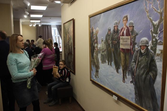 В стоквартирном доме открылась выставка новосибирского художника-фронтовика