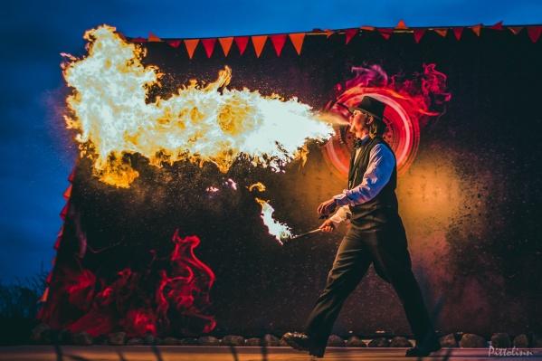Что делать, если лето не радует теплом? Греться искусством! Северяне два года ждали этого праздника под открытым небом — в Поморье стартует «Тайбола»