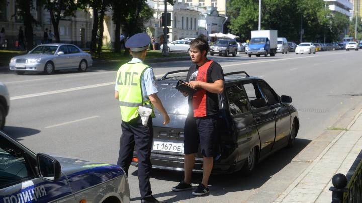 Водителю заниженного ВАЗа, который припарковался на Плотинке, грозит арест на 15 суток