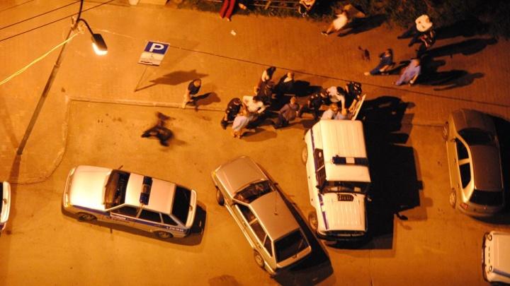 Из-за драки посетителей в бар пришлось вызвать четыре наряда полиции и скорую