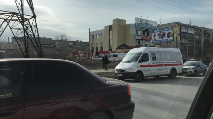 В Кургане у офисного здания на Бурова-Петрова рухнуло перекрытие