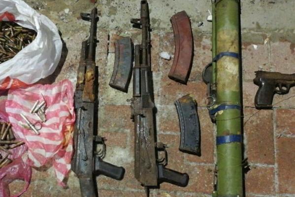 Среди боеприпасов были автоматы и противотанковое ружье