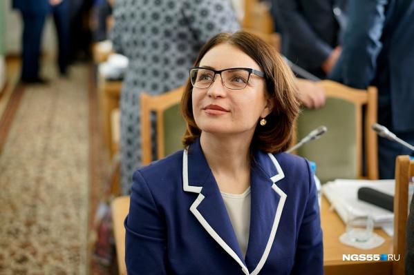 Оксана Фадина, как оказалось, умеет играть на аккордеоне