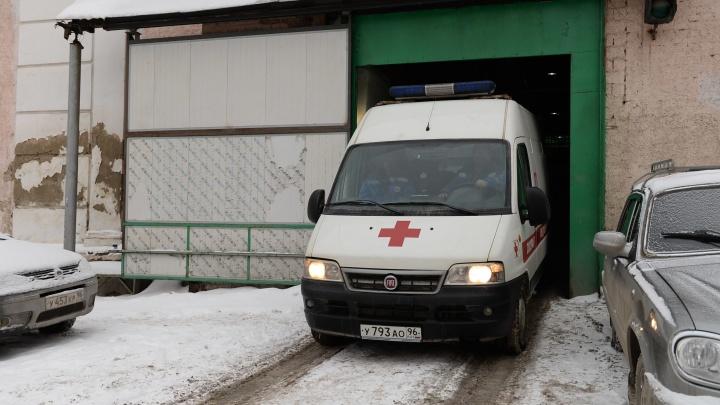 В батутном парке Екатеринбурга 5-летний малыш прыгнул впоролоновый бассейн и получил травму головы