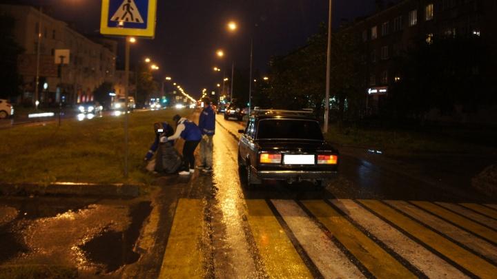 """В Нижнем Тагиле водитель """"семёрки"""" сшиб женщину на пешеходном переходе"""