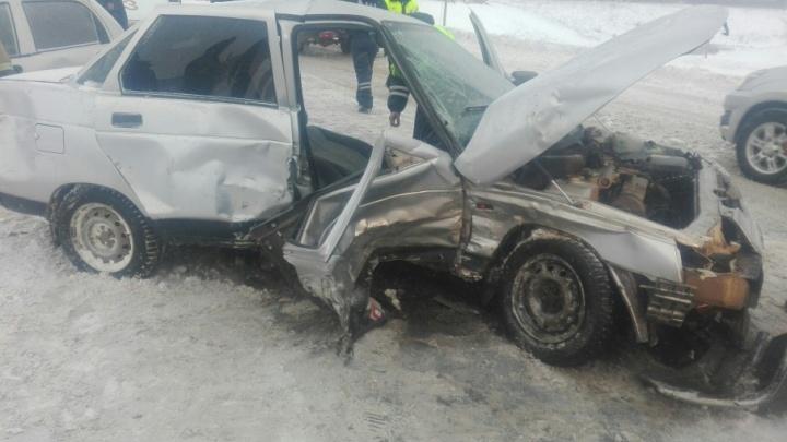 Молодая семья разбилась на трассе в Башкирии