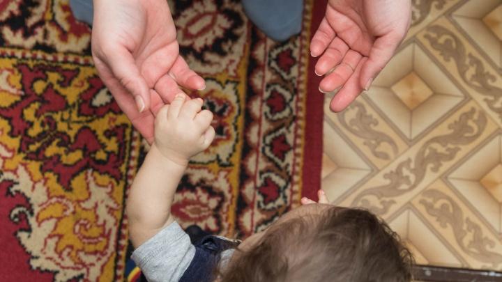 Пермячка отказалась от сына в роддоме, но через год забрала его. Рассказываем ее историю