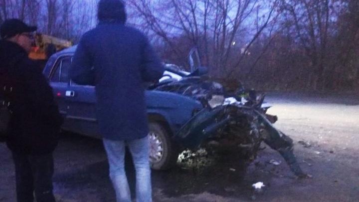На Доковской водитель «Волги» погиб после столкновения с автокраном