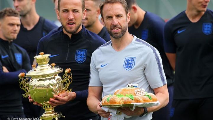 Англичан, готовящихся к матчу на «Волгоград Арене», накормили футбольным караваем