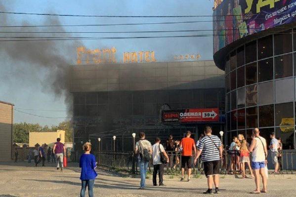 Здание загорелось внутри после шести вечера