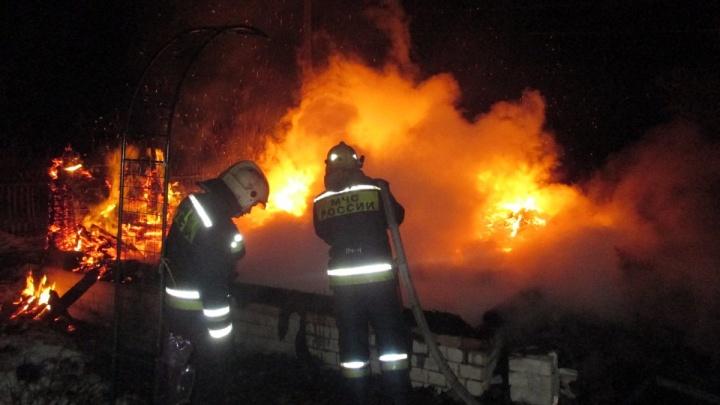 В пожаре в Ярославской области погибли два человека: в проверке подключились следователи