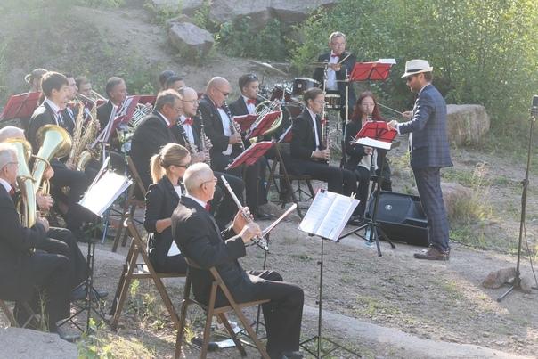 Красноярский оркестр сыграл «Катюшу» на «Столбах»