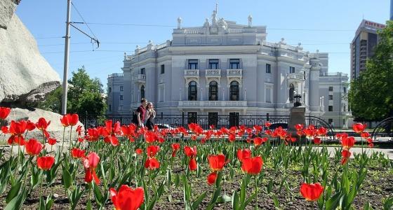 Каменное сокровище Екатеринбурга: Оперный театр, где зарабатывала деньги для фронта Майя Плисецкая